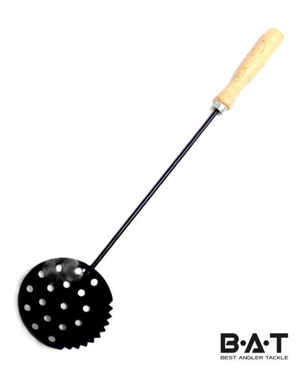 Черпак для льда Три Кита (дерев. ручка) черный